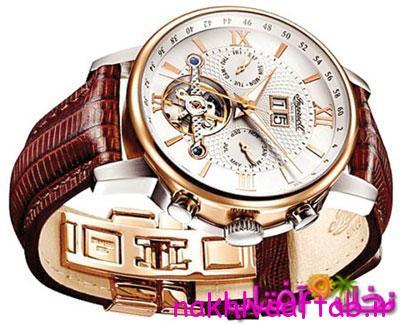 انتخاب ساعتی كه بند آن زرشكی باشد، به روز بودن شما را نشان میدهد