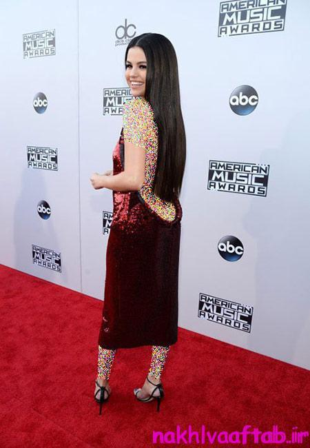 هنرمندان هالیوودی در مراسم جوایز موسیقی آمریکا, لباس های هنرمندان در مراسم جوایز موسیقی آمریکا